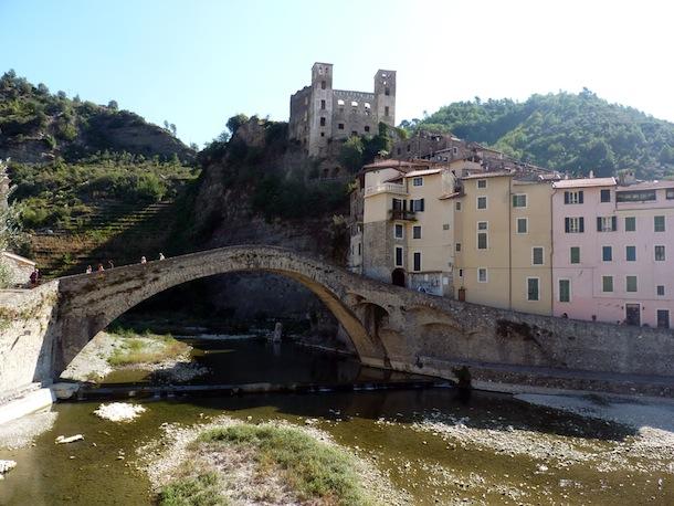 En Italie, Dolceacqua, près des thermes de Pigna