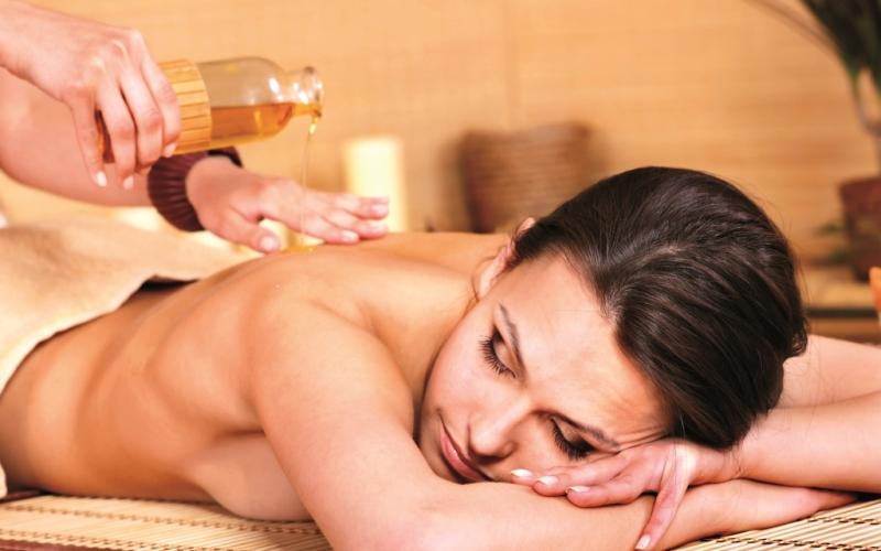 Zoom sur le massage ayurvédique
