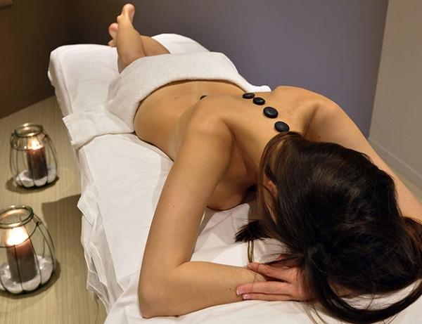 deals un massage aux pierres chaudes a Bulle