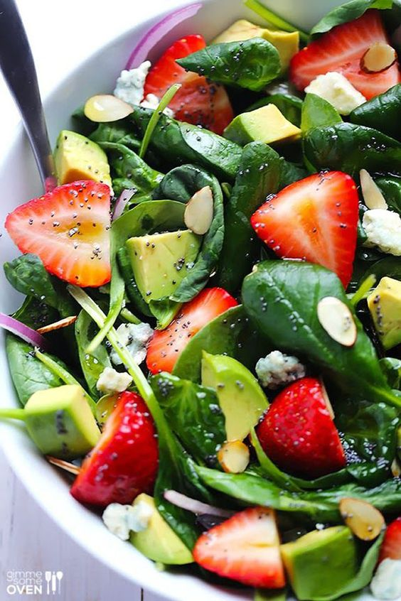 Salade avocats fraises