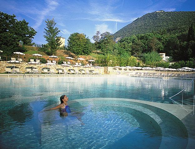 Les plus beaux spas et h tels en italie pour se reposer for Piscine thermal
